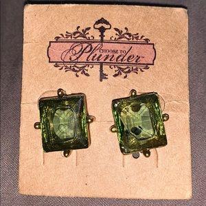 Plunder green stone earrings